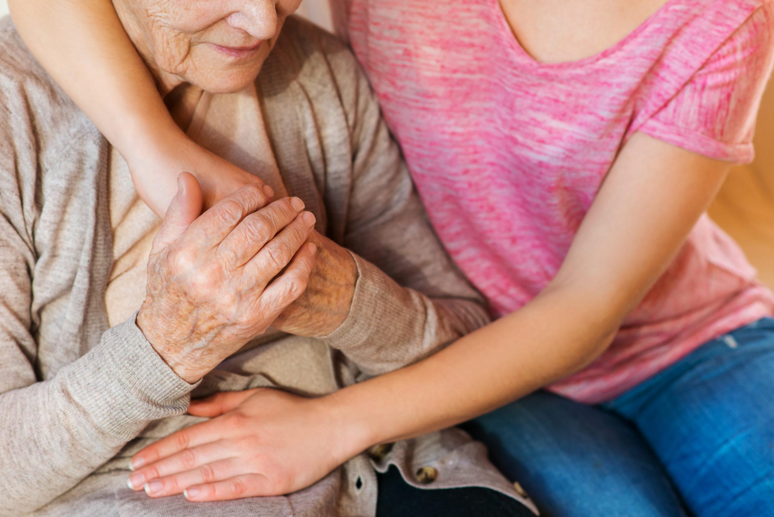 Subvenció per a la contractació de persones en l'àmbit de treball de cura de persones grans o dependents a la llar